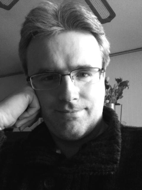 Olivier Saraja_auteur - portrait noir et blanc.png